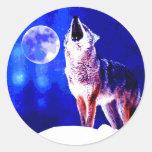 Lobo que grita en la luna etiquetas redondas