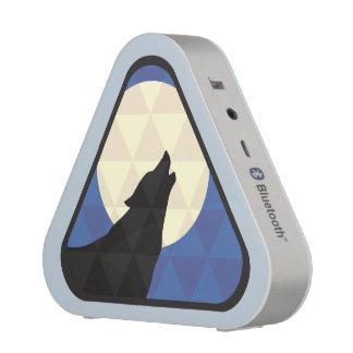 Lobo que grita en la luna grande con diseño del altavoz bluetooth