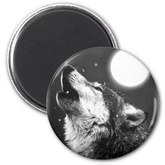 Lobo que grita en la luna imán redondo 5 cm