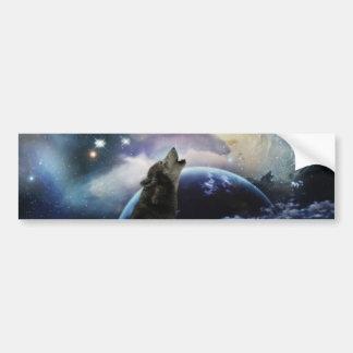 Lobo que grita en la luna pegatina de parachoque