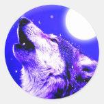 Lobo que grita en la luna pegatinas redondas