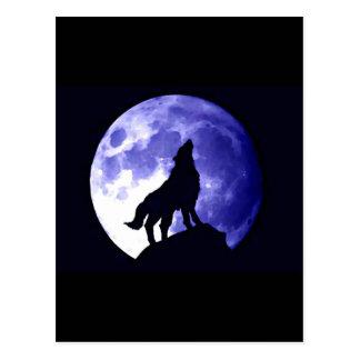 Lobo que grita en la luna tarjeta postal