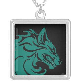 Lobo tribal azul y negro del trullo agresivo colgante cuadrado
