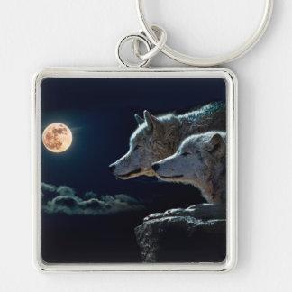 Lobos del lobo que gritan en la Luna Llena Llavero Cuadrado Plateado