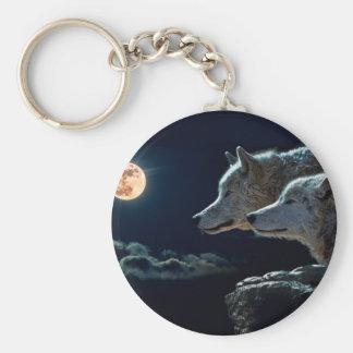 Lobos del lobo que gritan en la Luna Llena Llavero Redondo Tipo Chapa