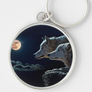 Lobos del lobo que gritan en la Luna Llena Llavero Redondo Plateado