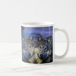 Lobos en la noche taza
