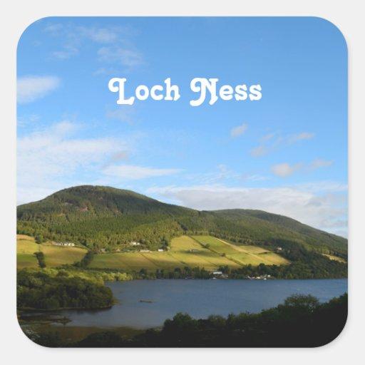Loch Ness en Escocia Calcomanía Cuadrada