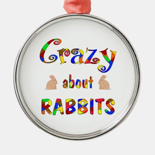 Loco por conejos adorno redondo plateado