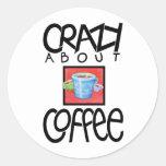 Loco por el pegatina del negro del café