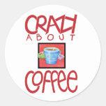 Loco por el pegatina del rojo del café