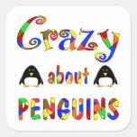 Loco por pingüinos calcomanías cuadradas