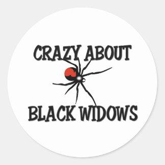 Loco por viudas negras pegatina redonda