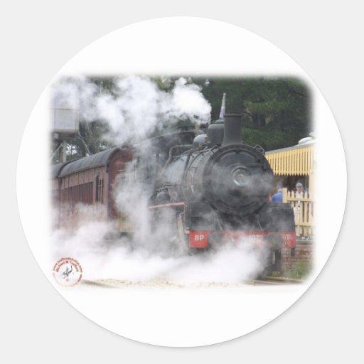 Locomotora de vapor ferroviaria del zigzag pegatina redonda