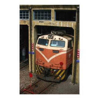 Locomotora en la casa de máquinas de Changhua Tai Fotografia