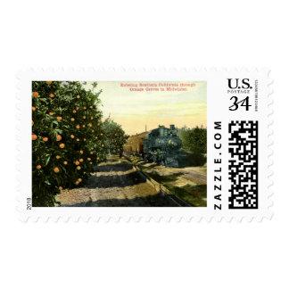 Locomotora en vintage anaranjado de la arboleda de timbre postal