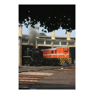 Locomotoras en la casa de máquinas de Changhua Ta Fotografia