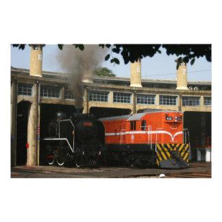 Locomotoras en la casa de máquinas de Changhua Ta Fotografías
