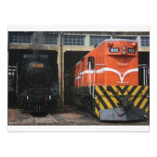 Locomotoras en la casa de máquinas de Changhua Ta Impresiones Fotográficas