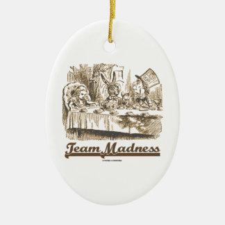 Locura del equipo (fiesta del té enojada del país adorno ovalado de cerámica