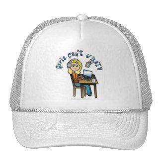 Locutor (rubio) gorras de camionero