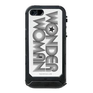 Logotipo 3 de la Mujer Maravilla B&W Funda Para iPhone 5 Incipio ATLAS ID