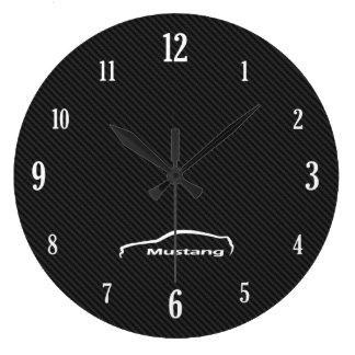 Logotipo blanco de la pincelada del mustango reloj redondo grande