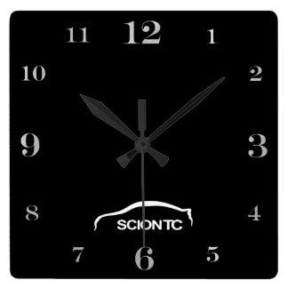 Logotipo blanco de la pincelada del TC Reloj De Pared