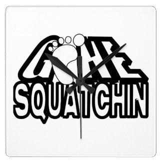Logotipo blanco y negro ido de Squatchin Reloj