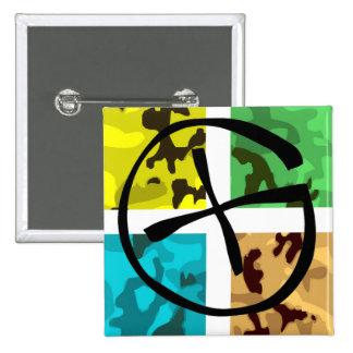Logotipo coloreado de Camo Geocaching Pin Cuadrado