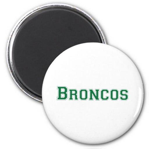 Logotipo cuadrado de los caballos salvajes en verd iman de nevera