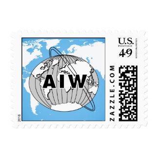 Logotipo de AIW en el mapa del mundo azul, tamaño Sello Postal