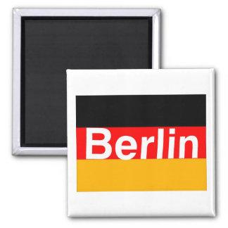 Logotipo de Berlín en blanco en bandera alemana Imanes