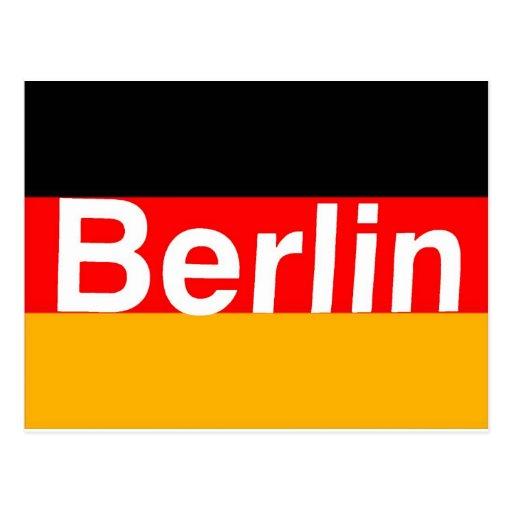 Logotipo de Berlín en blanco en bandera alemana Postal