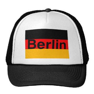 Logotipo de Berlín en negro en bandera alemana Gorras De Camionero