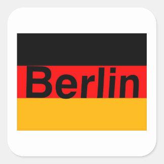 Logotipo de Berlín en negro en bandera alemana Pegatina Cuadrada