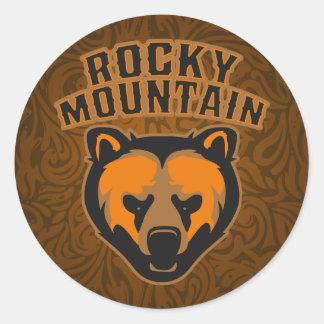 Logotipo de la cara del oso de la montaña rocosa pegatina redonda