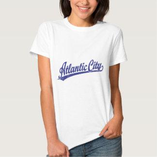Logotipo de la escritura de Atlantic City en azul Playeras