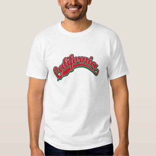 Logotipo de la escritura de California en rojo en Camisas