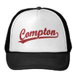 Logotipo de la escritura de Compton en rojo Gorro
