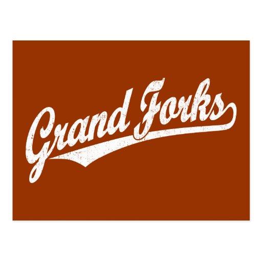 Logotipo de la escritura de Grand Forks en el blan Postal
