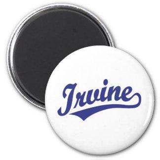 Logotipo de la escritura de Irvine en azul Imán Redondo 5 Cm