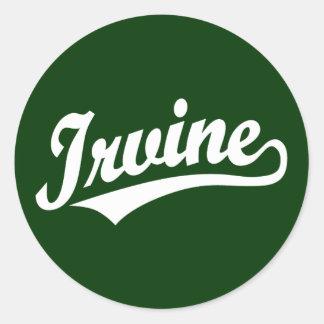 Logotipo de la escritura de Irvine en blanco Pegatina Redonda