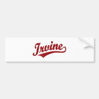 Logotipo de la escritura de Irvine en el rojo apen Pegatina De Parachoque