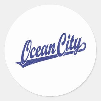Logotipo de la escritura de la ciudad del océano pegatina redonda
