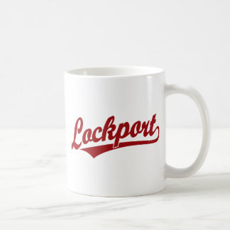 Logotipo de la escritura de Lockport en rojo Taza Básica Blanca