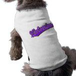 Logotipo de la escritura de los carcayúes en púrpu ropa para mascota