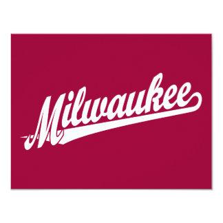 Logotipo de la escritura de Milwaukee en blanco