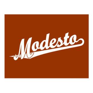 Logotipo de la escritura de Modesto en blanco Tarjeta Postal