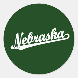 Logotipo de la escritura de Nebraska en blanco Pegatina Redonda